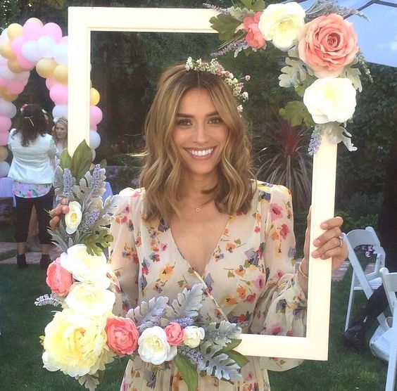 floral-frame-diy-project-for-a-photo-booth